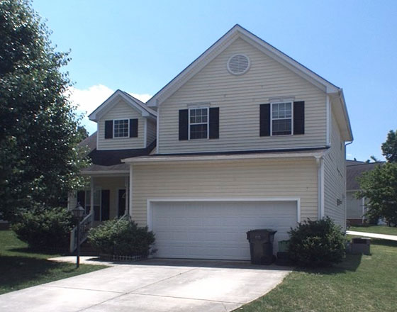 **No Lease Req** -  Room available - May 1st